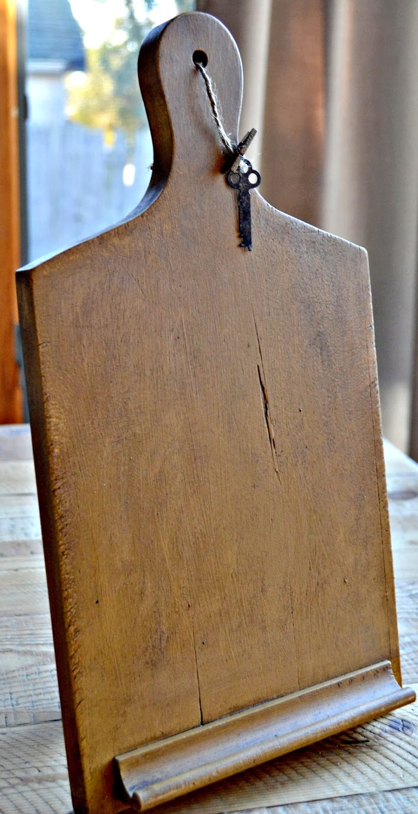 homeroad-ipad-stand-with-vintage-trowel-stand