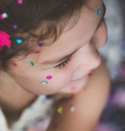 photo-petite-fille-confettis