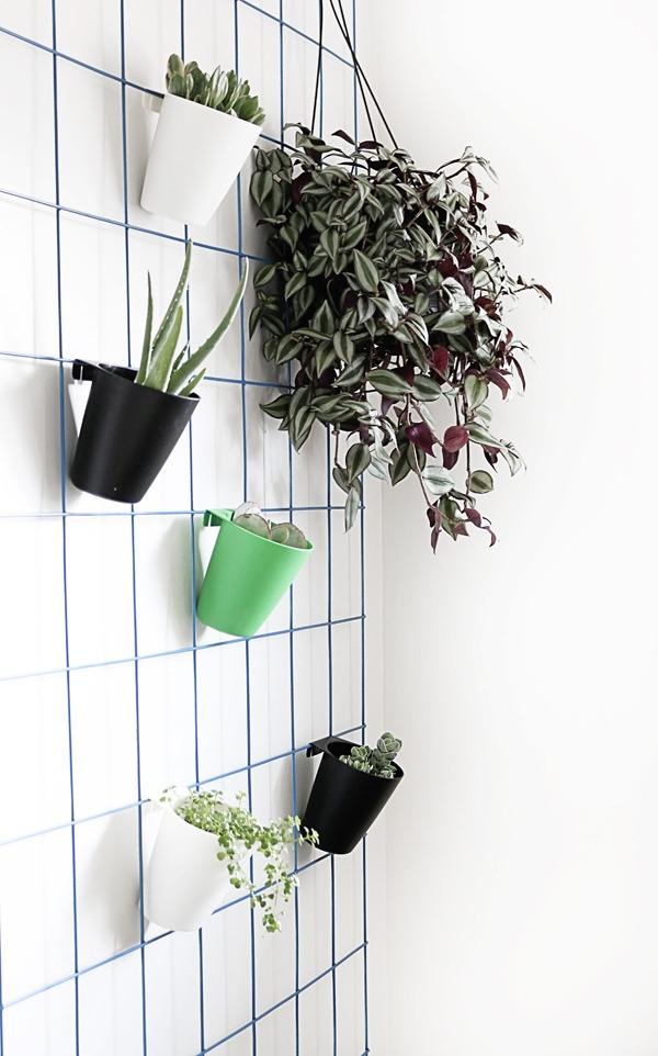 super-easy-diy-hanging-plant-wall