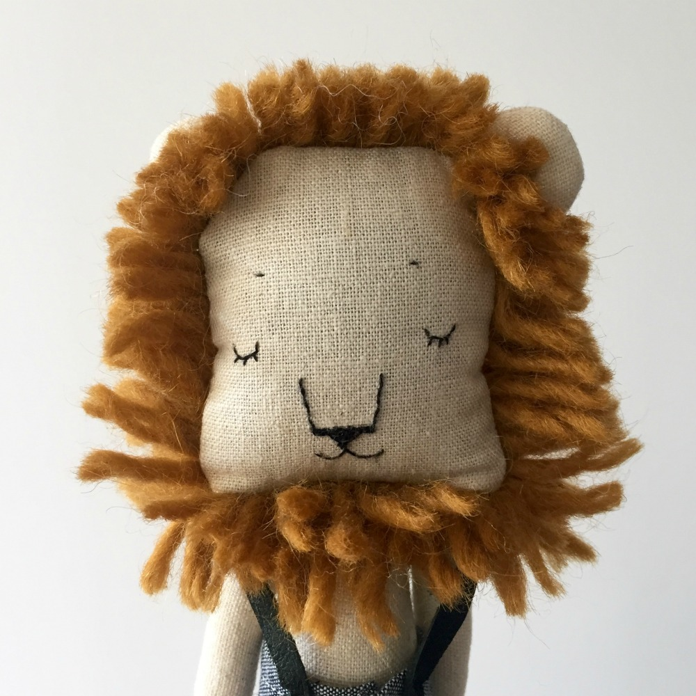 savannah-lion-billooboutique