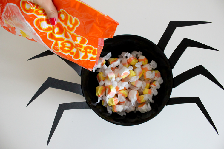spider-candy-bowl-deliacreates