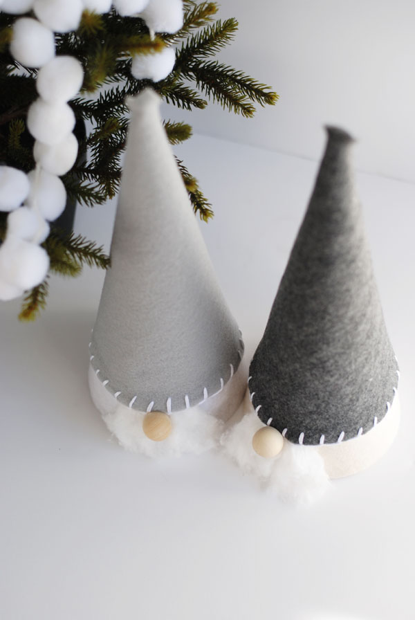 10-scandinavian-felt-gnomes-talking-to-each-other