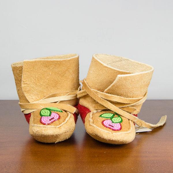 handmade-mukluksmoccasins-articcanadatrading