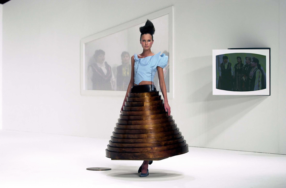 table-dress-hussein-chalayan