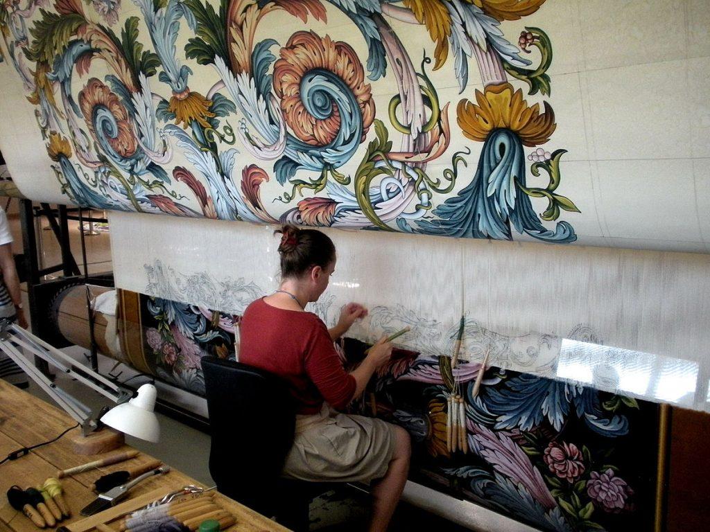 D buter la tapisserie l 39 aiguille ou broderie sur canevas plumetis magazine - Peut on tapisser sur de la tapisserie ...