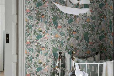 Une chambre d'enfant tapissée de contes suédois