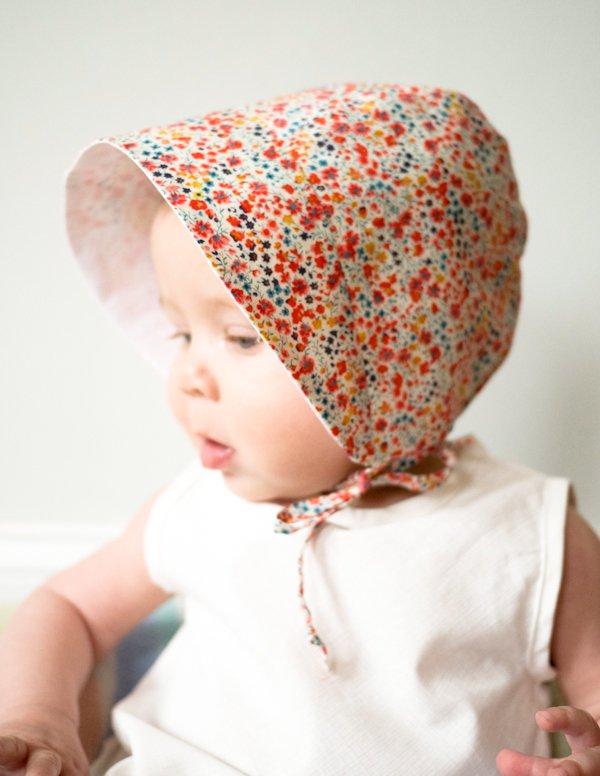 c66e5ef382e4 ... couture du bonnet pour bébé en Liberty, partagé par la mercerie  américaine Purl Soho, est fait pour vous. Vous trouverez en lien le patron  à télécharger ...