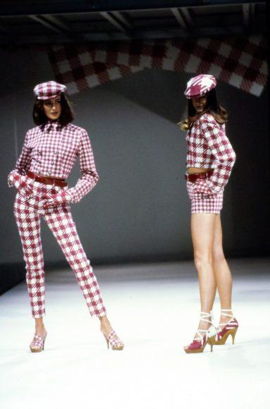 azzedine-alaia-spring-1991-ready-to-wear-40-yasmin-le-bon