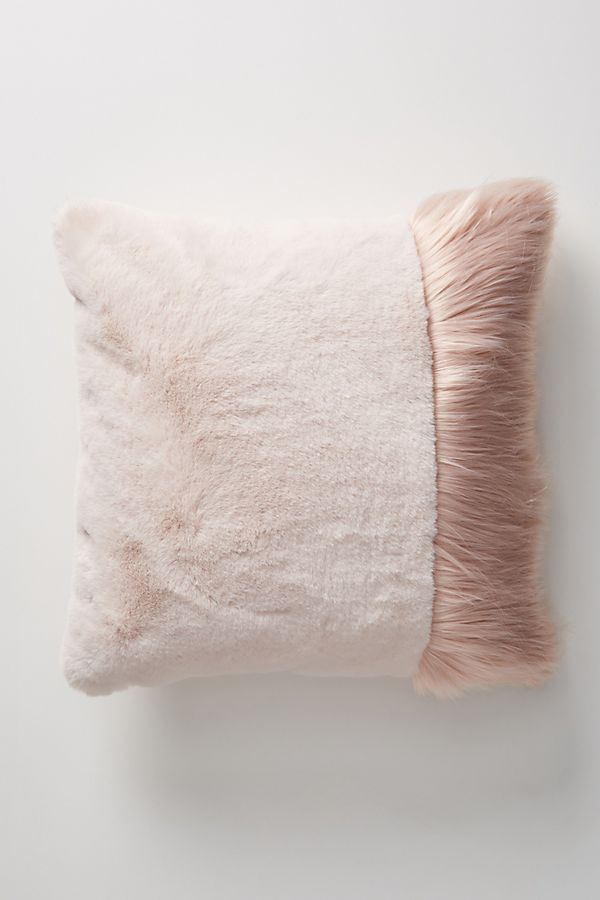 coussin fausse fourrure Anthropologie