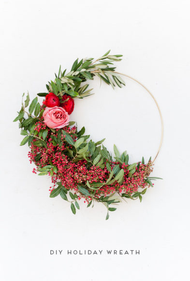 How to Make Asymmetrical Holiday Wreaths //Paper Stitch