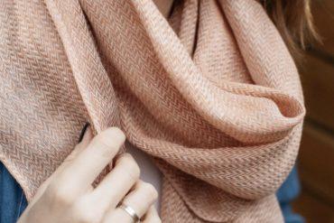 La fibre citoyenne : Mesdames et Messieurs les Députés, avez-vous votre écharpe en lin ?